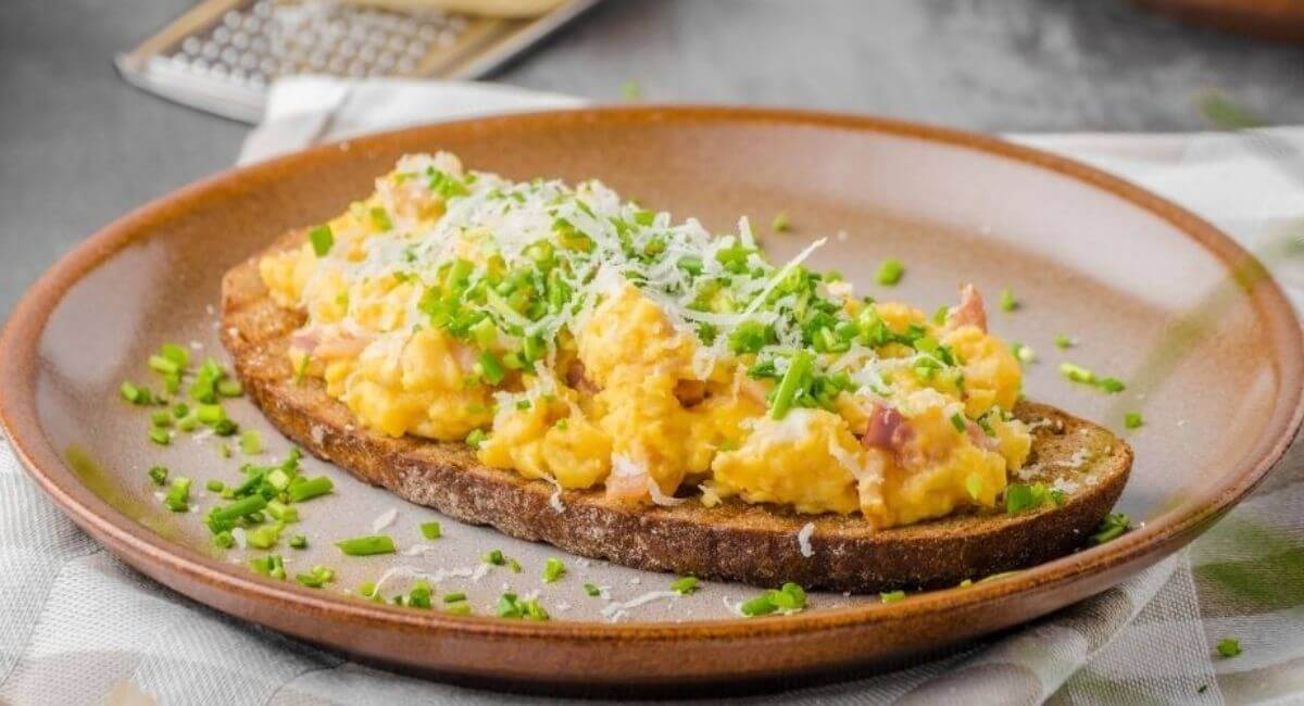 Keto Scrambled Eggs with Cheese